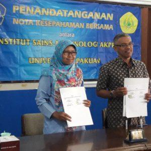 Dekan Fakultas Teknologi Mineral Dr. Sri Mulyaningsih, S.T., M.T.