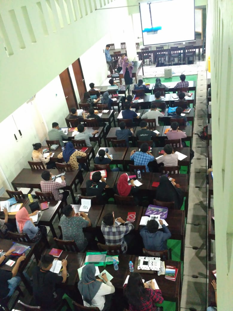 Kuliah Malam dengan Pemateri Ibu Dr. Sri Mulyaningsih, S.T., M.T.