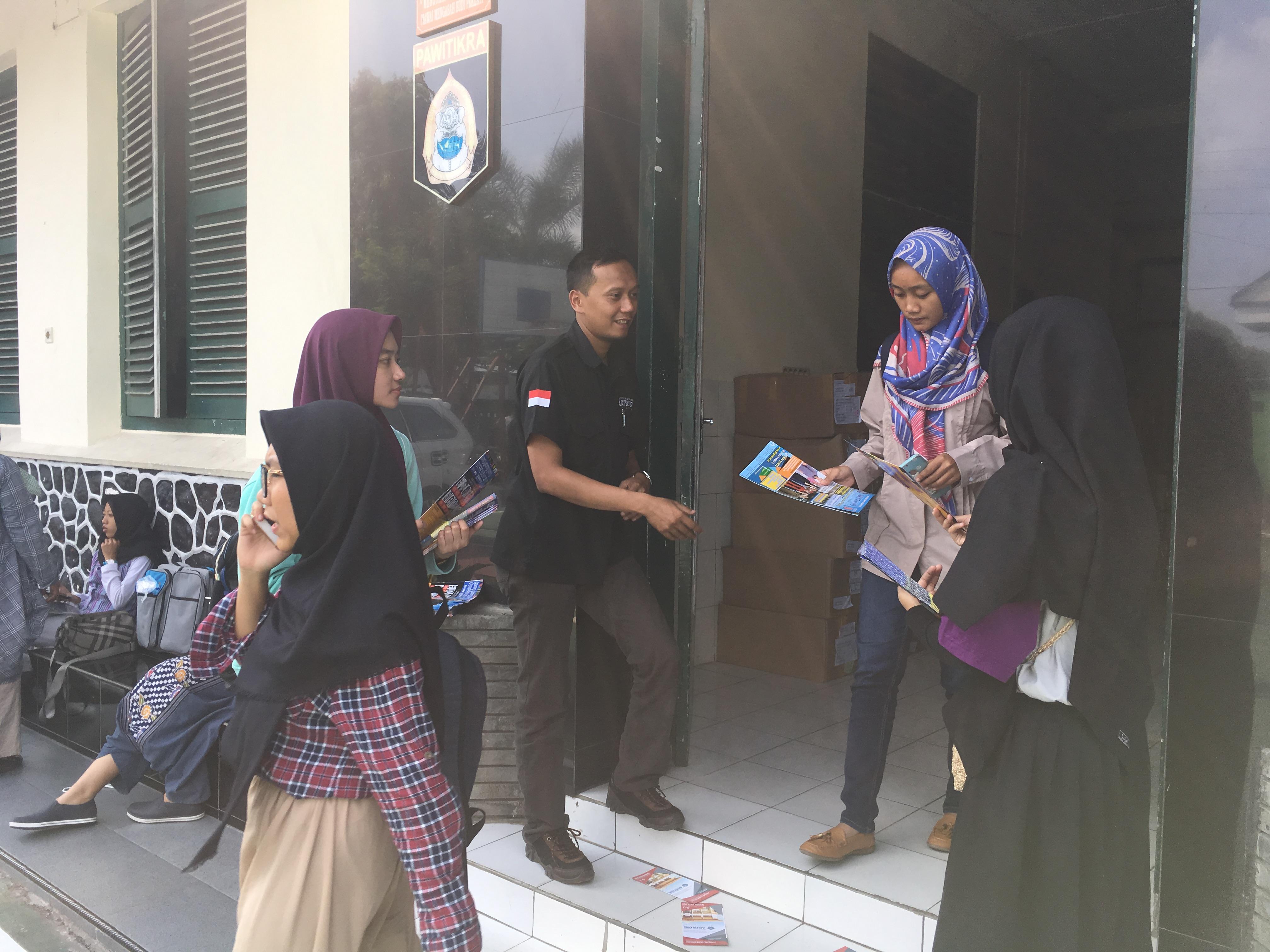 Penyebaran Brosur IST AKPRIND Yogyakarta 1