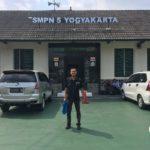 Wahyu Diyanto - Staf Jurusan Teknik Geologi - Penyebaran Brosur IST AKPRIND Yogyakarta 2