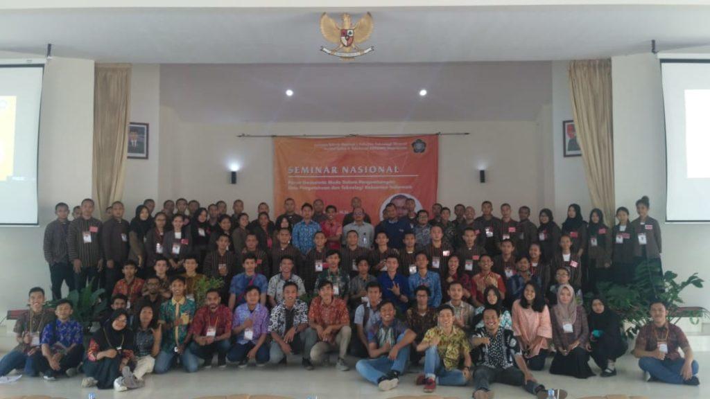 Foto bersama peserta - Teknik Geologi